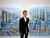 Franca Pisani posa coi due quadri