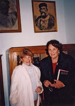 Isin Atala (a sin)  con Anita Garibaldi, scrittrice e giornalista, pronipote del Generale