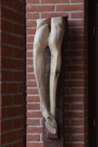 Crocefissione, 2004, legno di tiglio, 200x30x30 cm